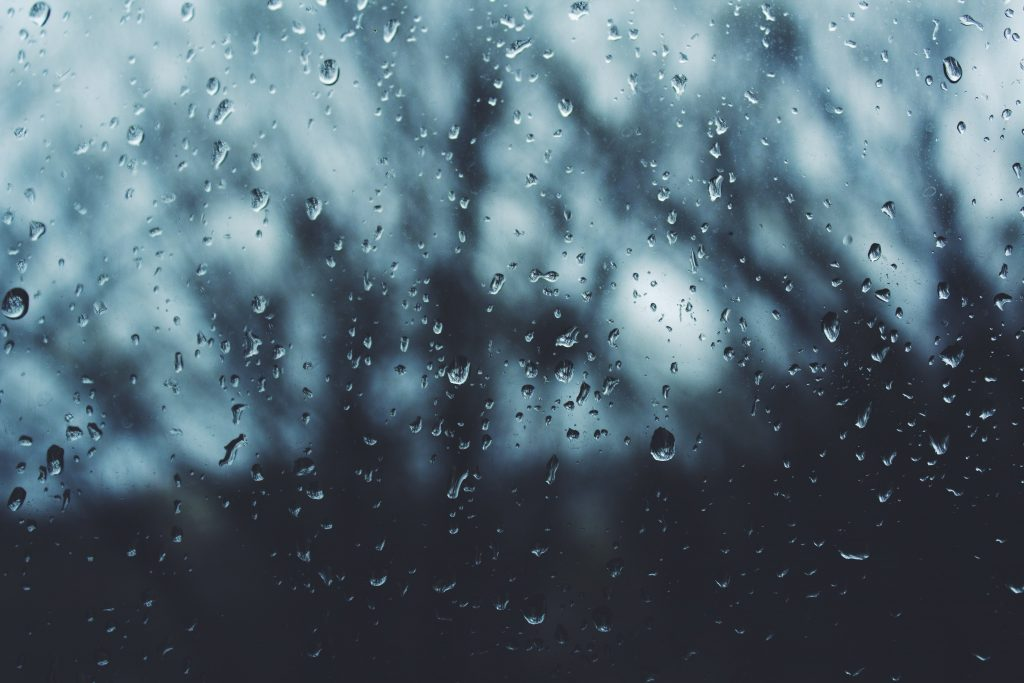 online therapy rainy day feeling (image noah silliman unsplash)