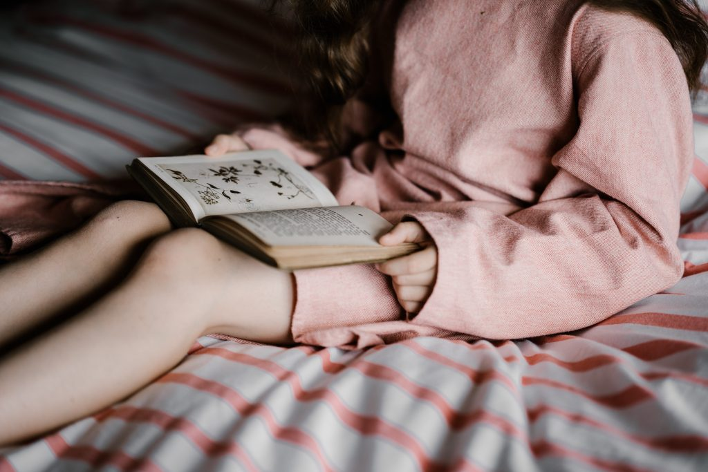Reading as therapy image-annie-spratt-unsplash